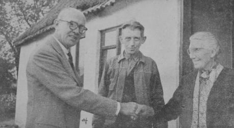 Flemming B. Muus meets his 1943-helpers from Vandløse near St. Merløse, Denmark.